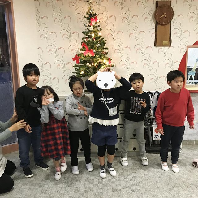 木曜グループ クリスマスツリーの飾り付け